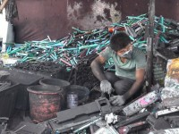 Man_with_E-Waste_in_China